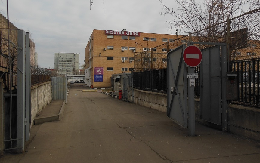 Проход в сервисный центр с Кировоградской ул