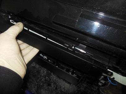 сдвигаем крышку с кабелями сканера