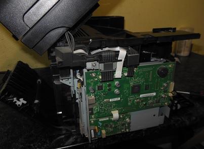 Разборка HP LJ 1536 снимаем боковые крышки