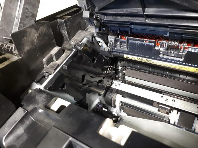 принтер HP LJ Pro M1132 MFP печатает чистые листы
