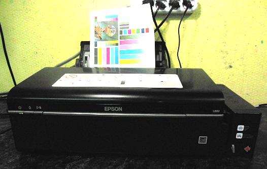 Epson L800 гоняет листы не печатает