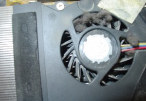 Чистка ноутбука продувкой сжатым воздухом