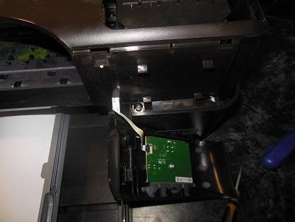 разборка HP 7110 отвинчиваем винты под правой крышкой
