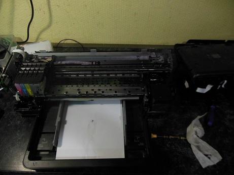 снимаем верхнюю крышку принтера