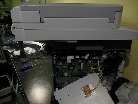 снимаем защитную крышку форматера