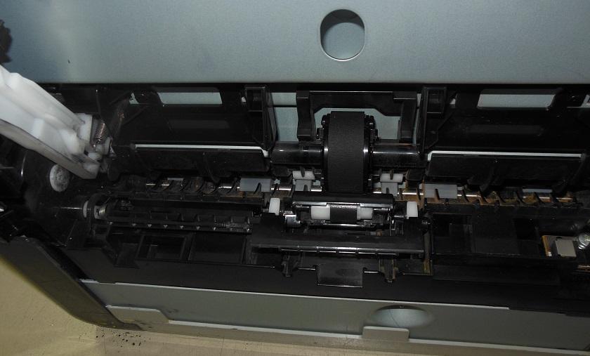 принтер не берет бумагу, замена роликов захвата и отделения CM1312