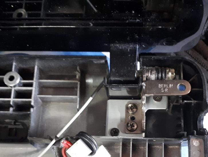 ремонт крепления экрана ноутбука