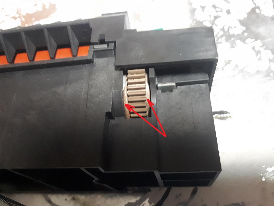 печка принтера, которую расплавил таракан-камикадзе