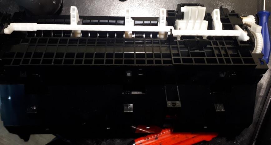 Ремонт Epson L805 захватывает несколько листов