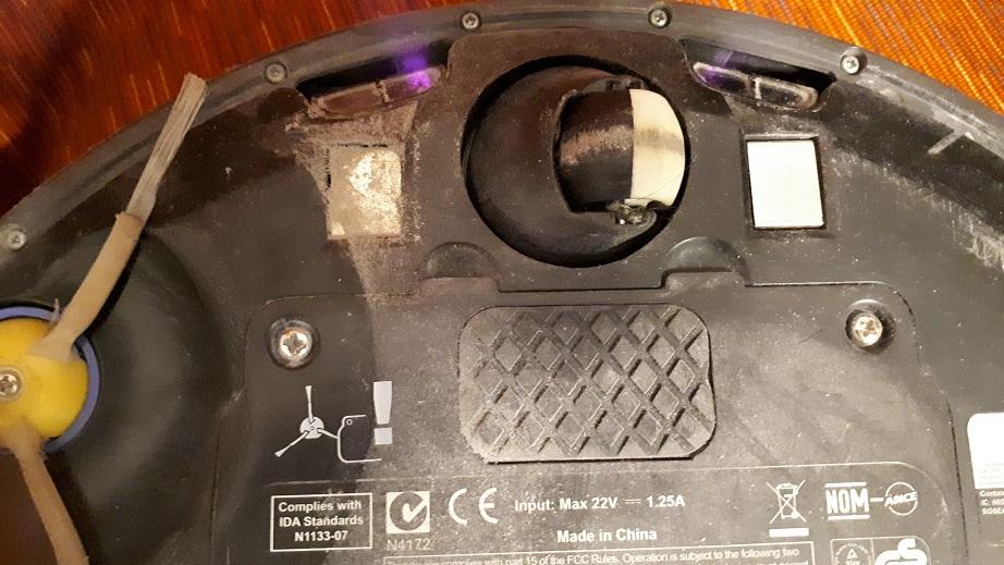 робот пылесос не заряжается - грязные контакты